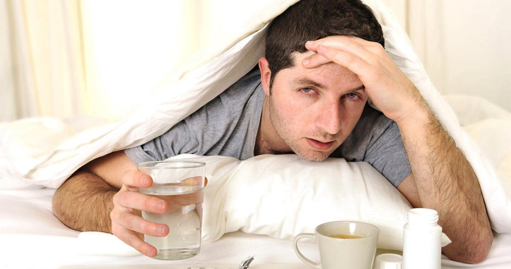 Лечить похмелье можно рассолом, спиртным, крепким кофе или чаем