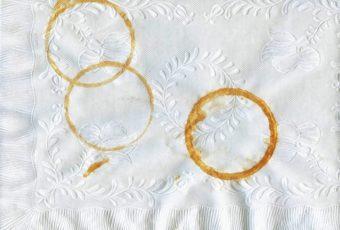 Как легко вывести пятна на скатерти после застолья