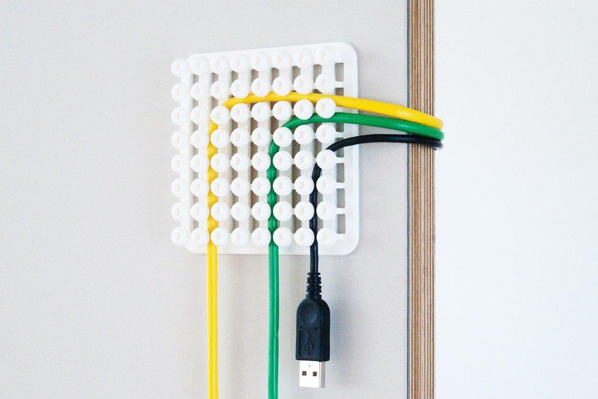 Использование держателей для кабелей