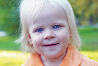 Голубоглазый малыш у кареглазых родителей – есть ли шанс?