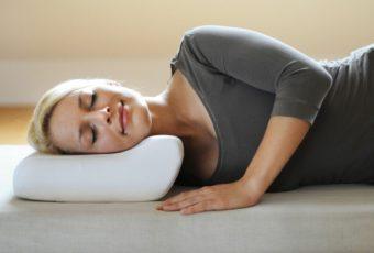 Выбираем ортопедическую подушку для сна при шейном остеохондрозе