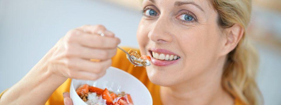 Эти 8 продуктов нужно есть каждый день после 40 лет