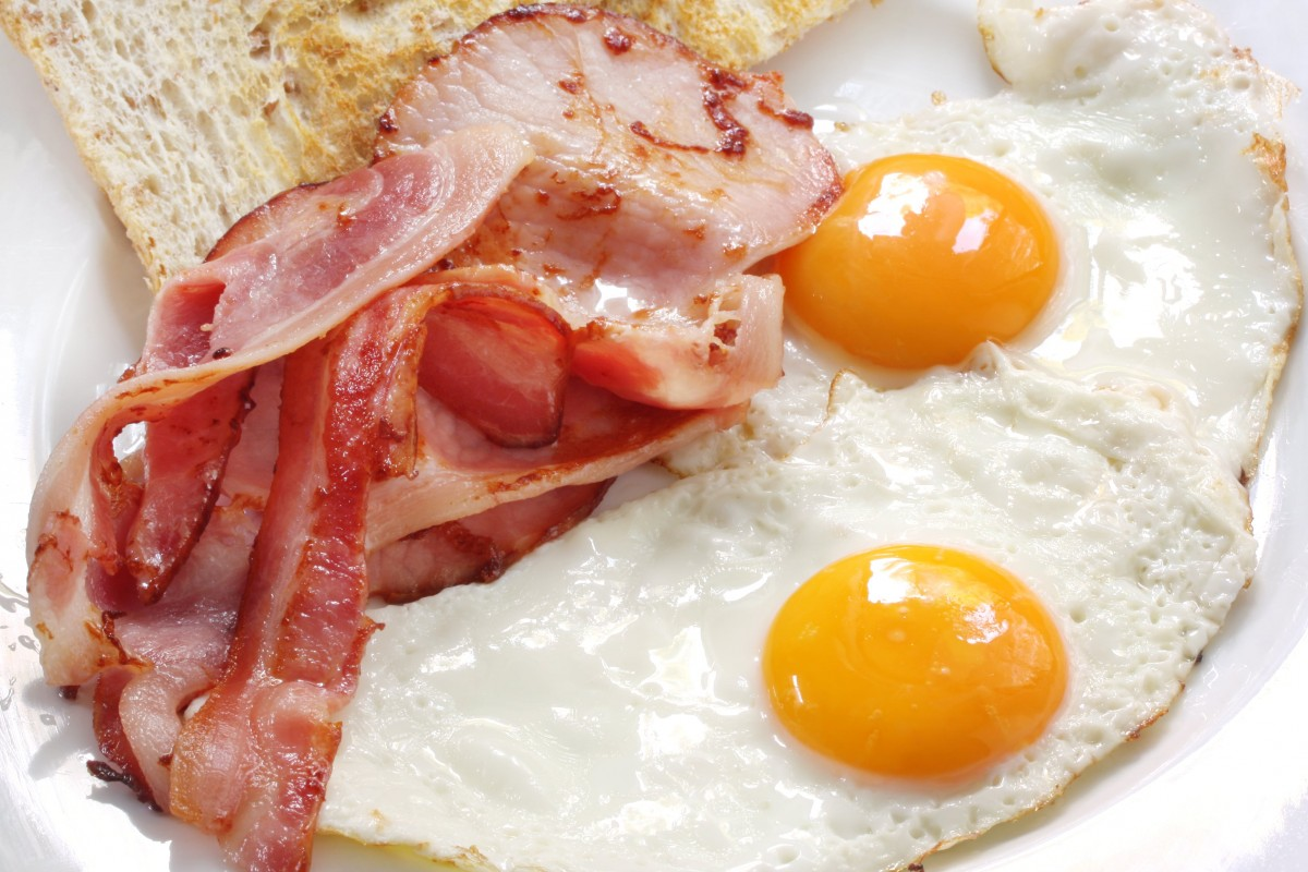 Яйца и бекон