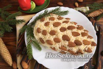 """Оригинальный праздничный салат """"Шишка с миндалем"""""""