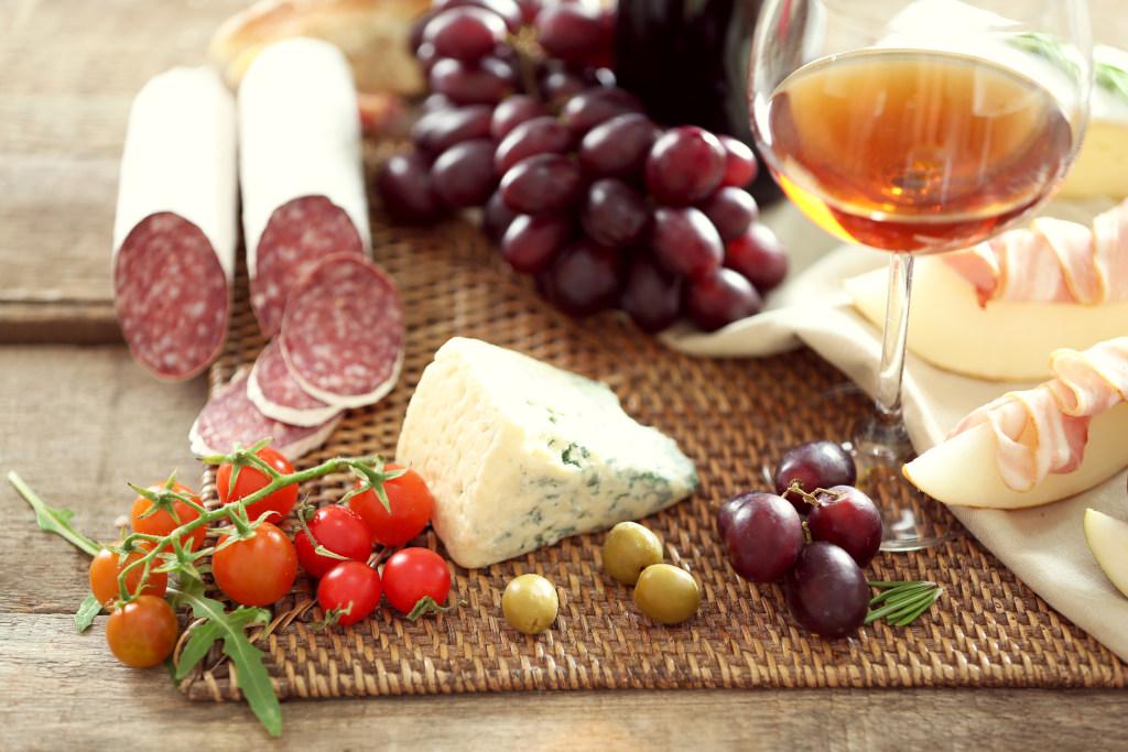 Вино и сладкое
