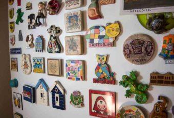 5 причин, по которым лучше не вешать магнитики на холодильник