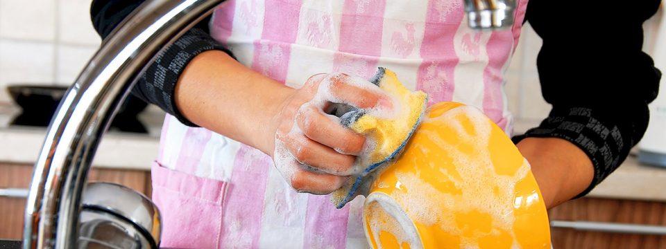 Правда ли что опасно мыть посуду губкой