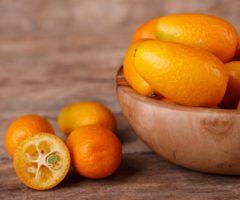 В магазины завезли новый фрукт — кумкват. Что нужно о нем знать?