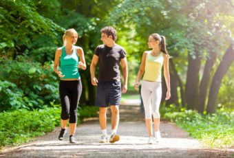 Почему так жизненно важно ходить пешком хотя бы 20 минут в день