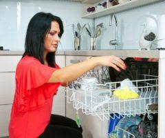 Вредно ли для организма мыть посуду в посудомоечной машине
