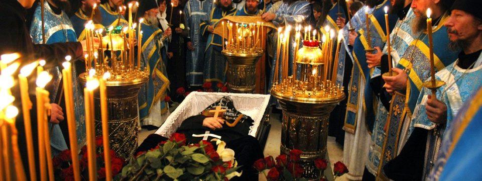 О чем говорит смерть человека на Пасху или в пасхальную неделю: приметы и поверья