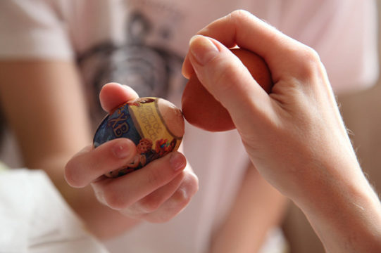 битва пасхальными яйцами