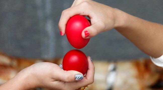 Традиция биться яйцами на Пасху: история происхождения обычая и как правильно стукаться
