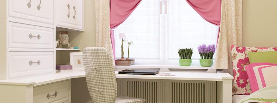 Как правильно организовать рабочую зону у окна в детской комнате