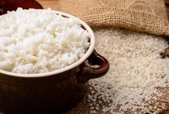 Как и сколько можно хранить рис в сыром виде и после приготовления