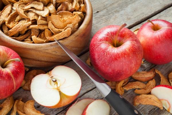 Как правильно хранить высушенные яблоки, чтобы не завелась моль