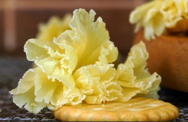 Что представляет собой сыр Тет де Муан, где его изготавливают и какой у него вкус