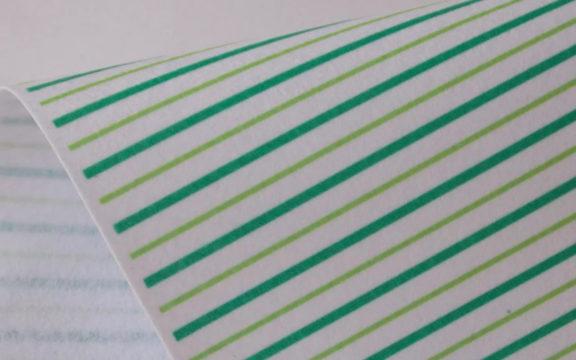 Лист фетра расчертить на полоски по 1,5 см