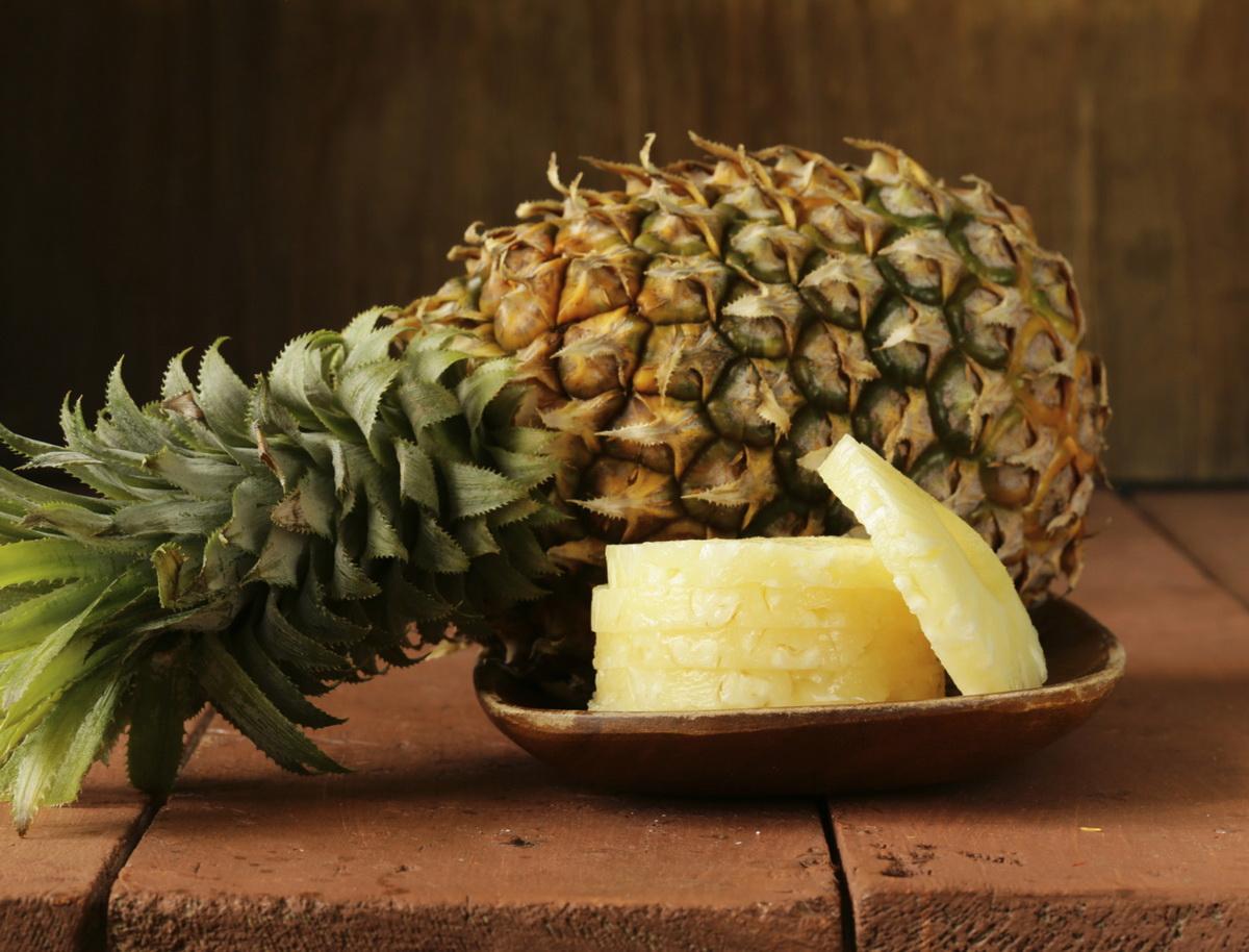 Особенности хранения целого и нарезанного ананаса дома и в холодильнике