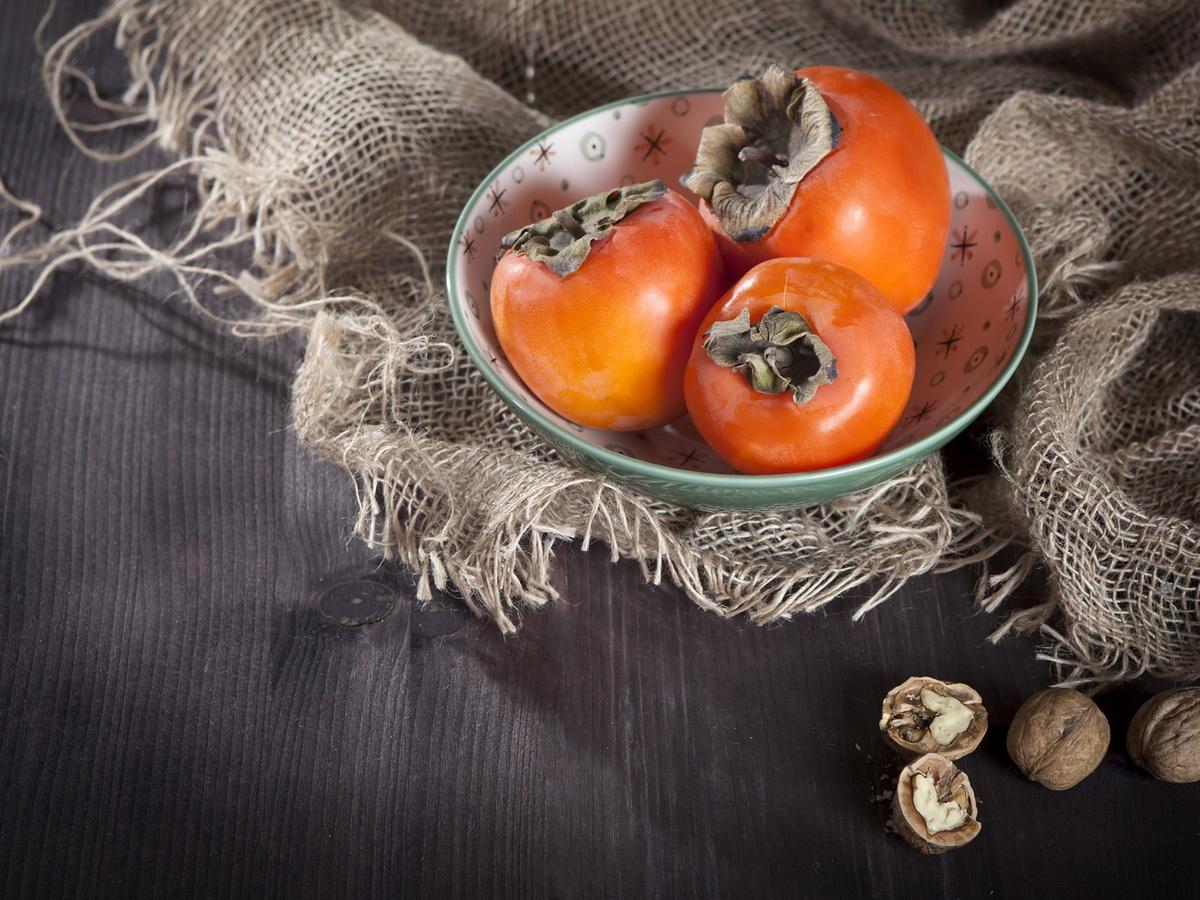 Особенности хранения хурмы, способы дозревания плодов и сроки годности