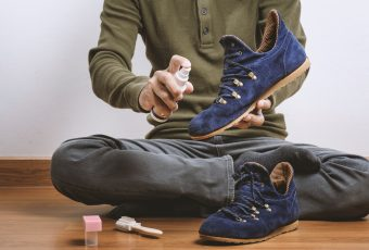 Как стирать замшевую обувь?