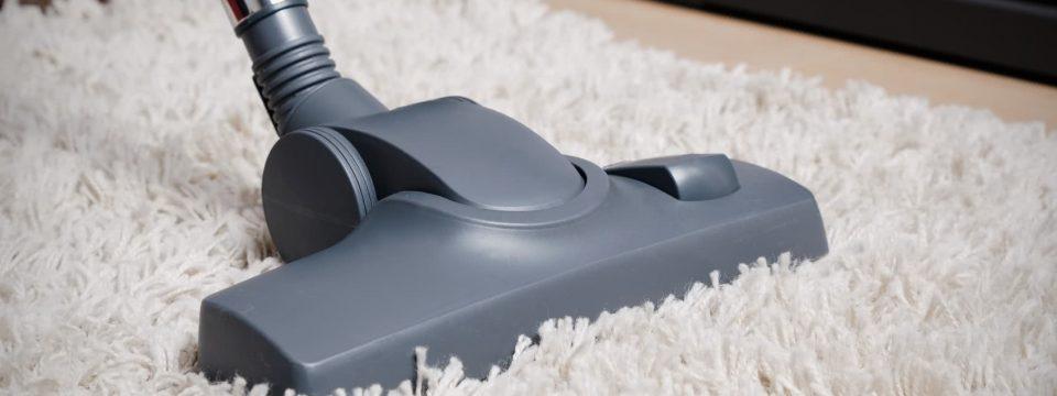 Как чистить ковер с длинным ворсом?