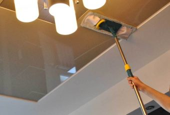 Как мыть натяжные матовые потолки?