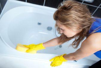 Как чистить акриловую ванну?