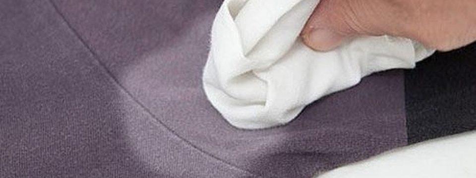 Убираем белые пятна от дезодоранта на черной одежде